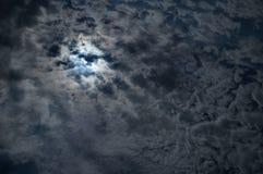 Cielo notturno con una luna piena Fotografie Stock