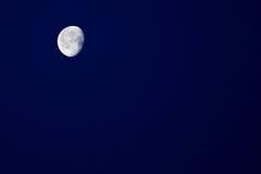 Cielo notturno e mezza luna Immagini Stock Libere da Diritti