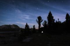 Cielo notturno nella sierra Nevada Mountains Fotografie Stock