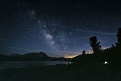 Cielo notturno nella sierra Nevada Mountains Immagini Stock
