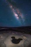Cielo notturno in pieno della stella e della Via Lattea visibile immagini stock libere da diritti