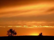 Cielo nublado anaranjado en la puesta del sol Imagen de archivo libre de regalías