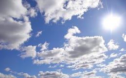 Cielo nublado asoleado foto de archivo