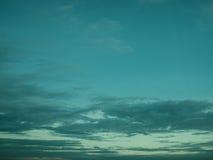 Cielo nublado de la puesta del sol de la luz corta Fotos de archivo