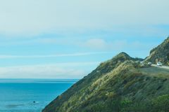Cielo nublado sobre la carretera de la Costa del Pacífico en California central Imagenes de archivo
