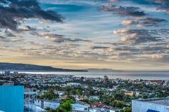 Cielo nublado sobre la playa de Hermosa en el amanecer Foto de archivo libre de regalías