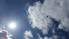 Cielo nublado y una cometa Foto de archivo libre de regalías