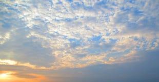 Cielo nuvoloso al tramonto Fotografia Stock Libera da Diritti