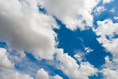 Cielo nuvoloso blu, immagine ultraelevata di risoluzione Fotografia Stock
