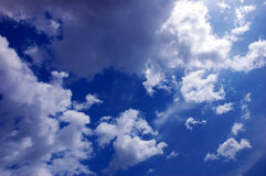 Cielo nuvoloso drammatico Immagine Stock