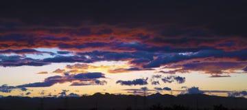 Cielo nuvoloso drammatico Immagini Stock