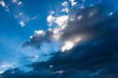 Cielo nuvoloso drammatico per uso del fondo Fotografia Stock