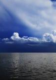 Cielo nuvoloso e mare Fotografia Stock Libera da Diritti