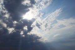 Cielo nuvoloso prima della tempesta fotografie stock libere da diritti