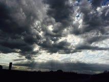Cielo nuvoloso scuro Fotografie Stock Libere da Diritti