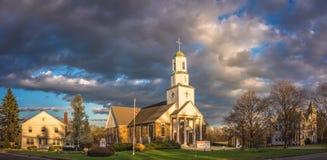 Cielo nuvoloso sopra la città di Hadley fotografia stock libera da diritti