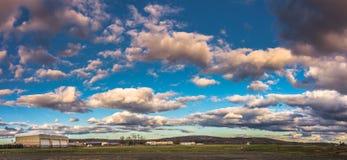 Cielo nuvoloso sopra la città di Westfield Immagine Stock
