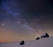 Cielo nuvoloso stellato con il modo latteo Fotografie Stock Libere da Diritti