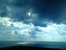Cielo oscuro antes de la tormenta Fotos de archivo libres de regalías