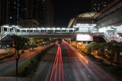 Cielo oscuro de la iluminación hermosa de Bangkok importante Imagen de archivo