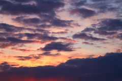 Cielo oscuro de la tarde Imagen de archivo libre de regalías
