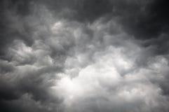 Cielo oscuro de la tormenta Foto de archivo libre de regalías