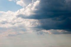 Cielo oscuro de las nubes de tormenta Copie el espacio abajo Fotografía de archivo libre de regalías