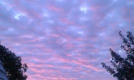Cielo púrpura imagen de archivo