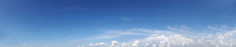 Cielo panorámico con la nube Imagen de archivo libre de regalías
