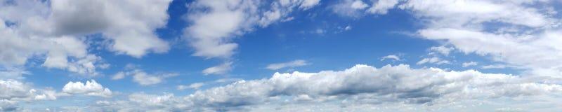 Cielo panorámico con la nube Foto de archivo libre de regalías