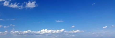 Cielo panorámico con la nube Fotos de archivo
