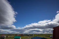 Cielo parcialmente nublado encima Imágenes de archivo libres de regalías