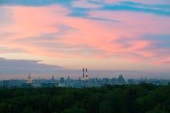 cielo Puesta del sol-coloreado Fotos de archivo libres de regalías