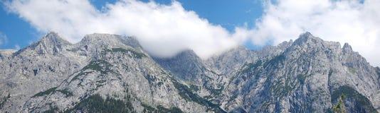 Cielo que toma la montaña Imagenes de archivo