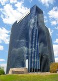 Cielo reflector del edificio moderno Fotos de archivo libres de regalías