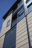 Cielo reflejado en edificios contemporáneos Imagen de archivo libre de regalías
