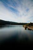 Cielo reflejado en el agua tranquila Imágenes de archivo libres de regalías