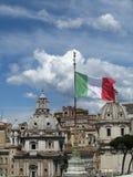 Cielo a Roma con la bandiera italiana Fotografia Stock