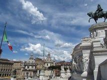 Cielo a Roma con la bandiera italiana Immagini Stock Libere da Diritti