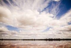 Cielo rosado del lago Fotografía de archivo