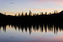 Cielo rosado por mañana Fotos de archivo