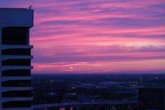 Cielo rosado y púrpura de la puesta del sol Fotos de archivo libres de regalías