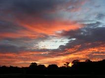 Cielo rosso all'alba, alba di primo mattino Fotografia Stock Libera da Diritti