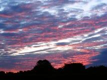 Cielo rosso di alba di primo mattino Fotografie Stock Libere da Diritti