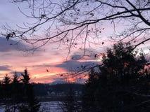 Cielo rosso nell'inverno immagini stock
