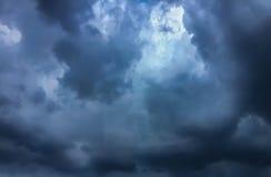 Cielo scuro con la nuvola Fotografia Stock