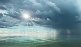 Cielo scuro drammatico prima del temporale Immagini Stock Libere da Diritti