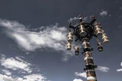 Cielo sobre el cuadrado central de Lasa, Tíbet Imagenes de archivo