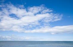 Cielo sobre el mar Fotos de archivo libres de regalías