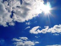 Cielo-sol-nubes Foto de archivo